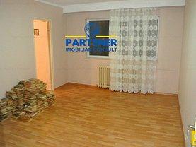 Apartament de vânzare 3 camere, în Pitesti, zona Razboieni