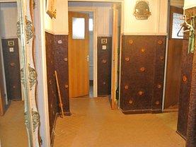 Apartament de vânzare 3 camere, în Pitesti, zona Exercitiu