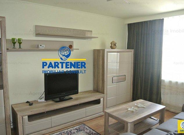 Apartament 3 camere, Centru, etaj 3, mobilat, centrala - imaginea 1