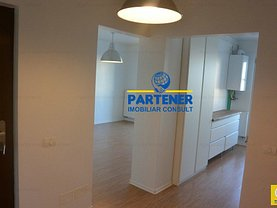 Apartament de vânzare 4 camere, în Pitesti, zona Nord