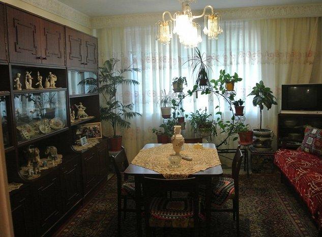 Apartament 3 camere, Centru, etaj 1, finisaje clasice - imaginea 1