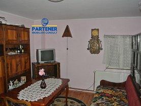 Casa de închiriat 4 camere, în Pitesti, zona Rolast
