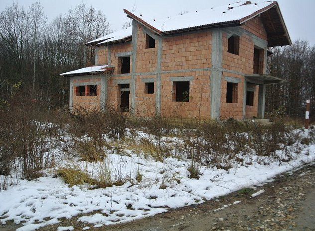 casa / vila Bascov , semi - finisata , 210 mp Utili / teren 1131 mp ! - imaginea 1
