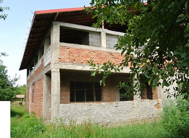Casa S+P+M, de rosu, Calinesti-Gorganu, teren 2.500mp - imaginea 1
