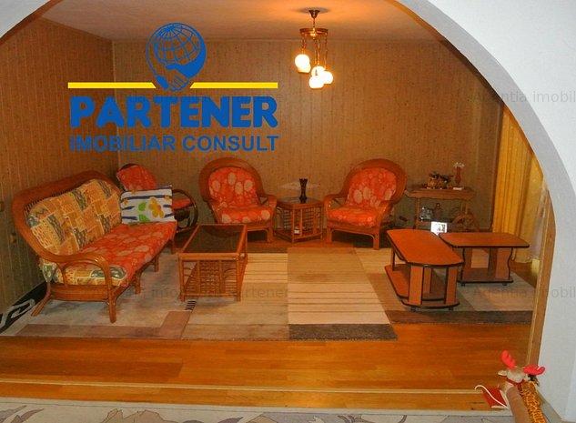 Teren + casa ultracentral - pretabil oportunitate investitie - imaginea 1