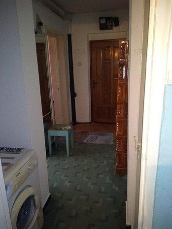 Apartament 2 camere decomandate--CENTRU - imaginea 1