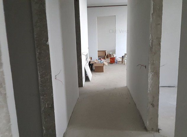 Vanzare ap 4 camere - imaginea 1