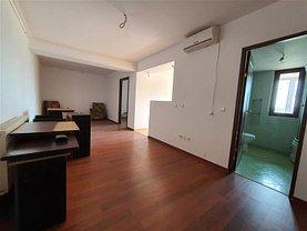 Apartament de vânzare 3 camere, în Bacău, zona Letea