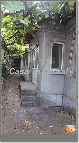 Casa de vanzare in Constanta zona Trocadero - imaginea 1