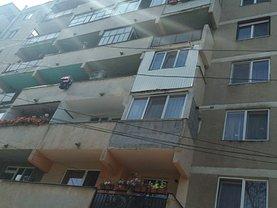 Apartament de vânzare 3 camere, în Marghita, zona Central