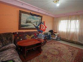 Apartament de vânzare 3 camere, în Tulcea, zona Dallas