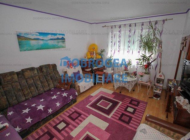 Faleza, apartament cu 3 camere, decomandat - imaginea 1
