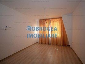 Apartament de vânzare sau de închiriat 3 camere, în Tulcea, zona E3