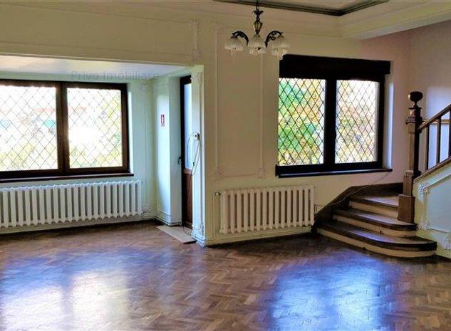 Casa, 5 camere, 220 mp, curte 150 mp, zona Parcului Central - imaginea 1
