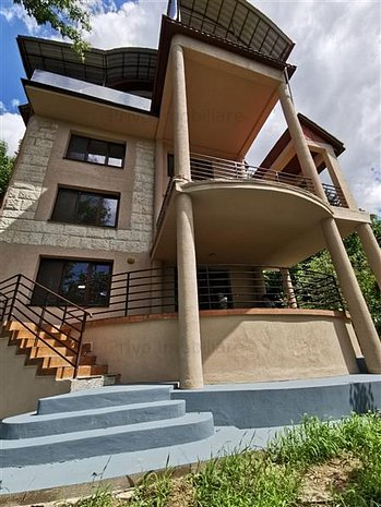 Casa 6 camere,360 mp,parcari,curte 110 mp, Pe C.A. Rosetti - imaginea 1