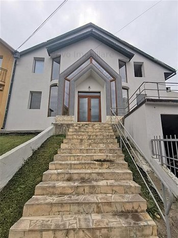 Casa cu 7 camere, 200 mp, parcari, zona Str. Meteor - imaginea 1