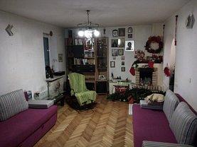 Apartament de închiriat 4 camere, în Piatra-Neamt, zona Central