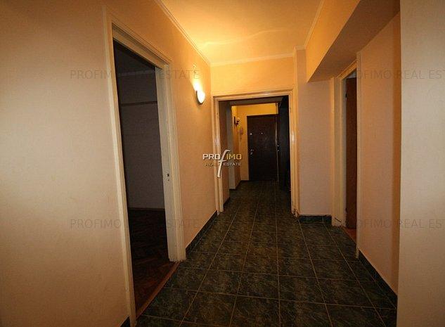 CAPITOL, apartament 4 camere,decomandat,etaj intermediar. - imaginea 1
