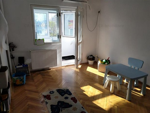 Vanzare apartament 4 camere Piata Alba Iulia Unirii - imaginea 1
