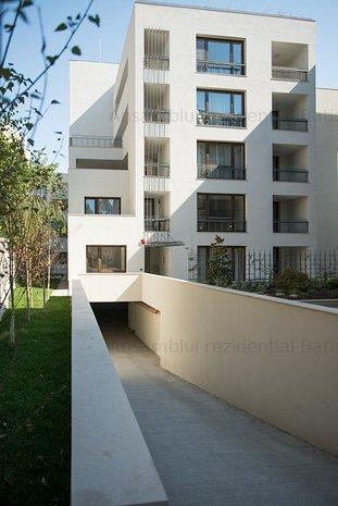 Duplex 4 camere de exceptie in zona Batistei, finisaje de top, curte privata - imaginea 1