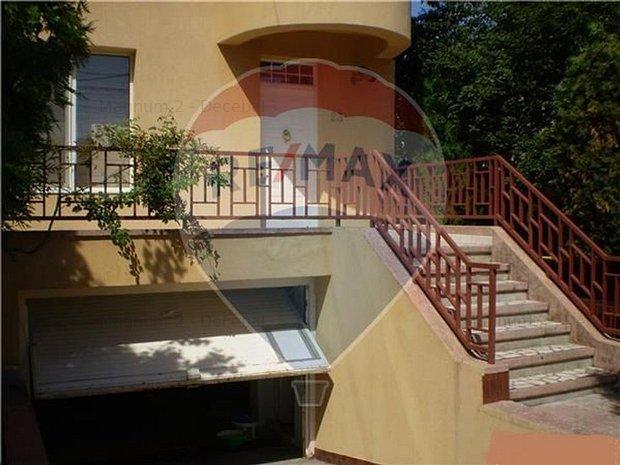 Casa / Vila cu 8 camere de vanzare in zona Domenii - imaginea 1