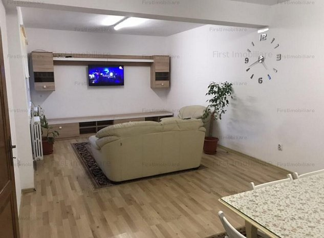 Vila 4 camere moderna, 2 bai, suprafata utila 150 mp, curte libera 140 mp - imaginea 1
