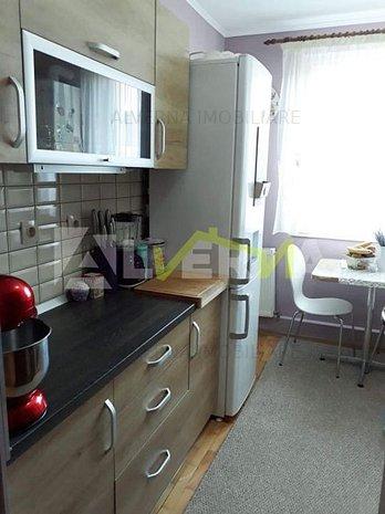 Vanzare apartament 3 camere, 2 balcoane, garaj, zona Dumbrava - imaginea 1