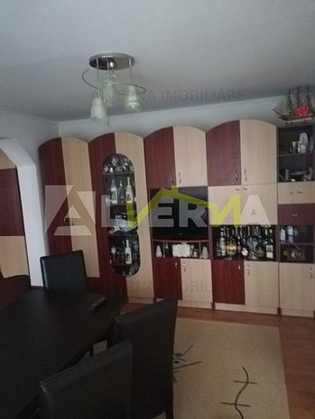 Apartament cu 3 camere de vanzare in zona Central - imaginea 1