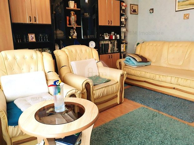 Vanzare Apartament 2 camere, Decomandat, 60.50 mp, Etaj Intermediar, zona Farmec - imaginea 1