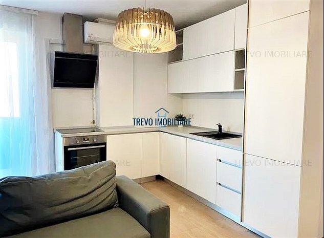 Apartament cu 3 camere,semidecomandat,zona str. Bucuresti. - imaginea 1