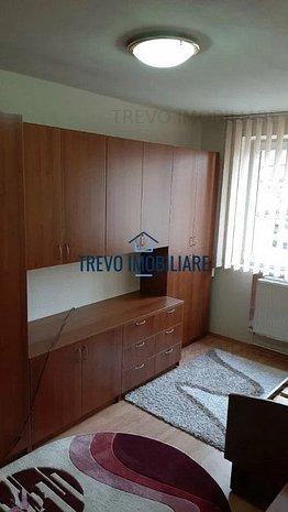 Apartament cu 3 camere, parcare,decomandat, zona Scoala Internationala - imaginea 1