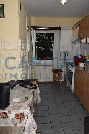 Vanzare apartament cu 4 camere decomandat Plopilor - imaginea 1