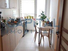 Apartament de închiriat 3 camere, în Cluj-Napoca, zona P-ţa Mihai Viteazul