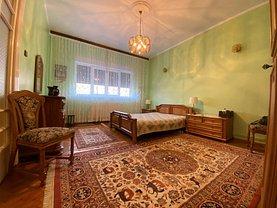Apartament de vânzare 3 camere, în Bucureşti, zona Cişmigiu