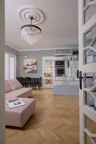 Apartament cochet cu 3 camere, complet renovat, in zona Pta Universitatii - imaginea 1