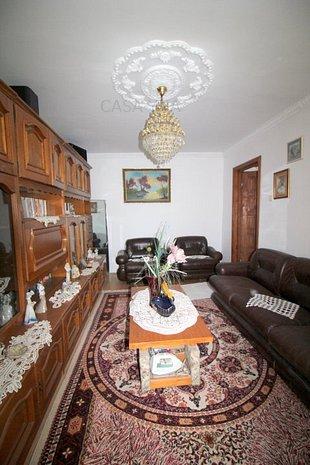 Apartament 3 camere decomandate, zona Piata Sud - imaginea 1