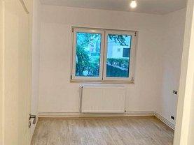 Apartament de vânzare 2 camere, în Buhusi, zona Central