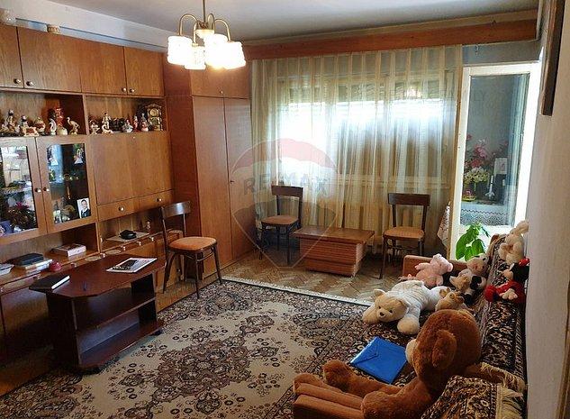 Apartament cu 3 camere de vanzare in zona Rogerius - imaginea 1