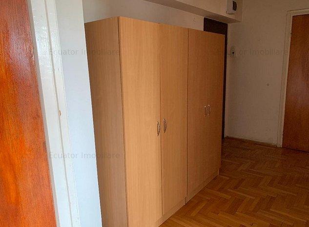 Inchiriez apartament 3 camere Centrul Civic - imaginea 1