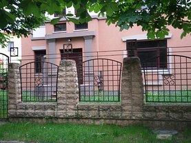 Casa de vânzare 10 camere, în Târgovişte, zona Central