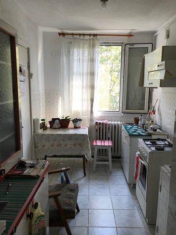 Vanzare apartament 3 camere Drumul Taberei Valea Argesului Sector 6 - imaginea 1