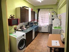 Apartament de vânzare 4 camere, în Focsani, zona Sud