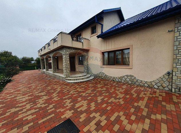 Casa in stil mediteranean - imaginea 1