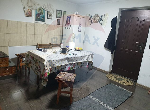 Casa / Vila cu 3 camere de vanzare - imaginea 1