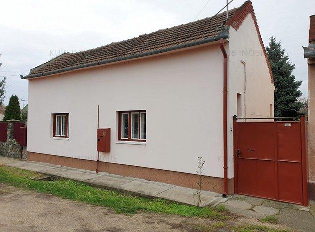 Casa de caramida cu teren 950mp in Parneava - imaginea 1