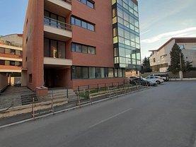Casa de vânzare sau de închiriat 30 camere, în Bucureşti, zona Nordului