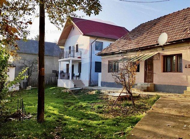De vanzare doua case in curte comuna! - imaginea 1