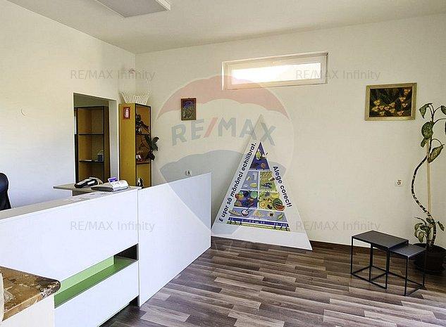 Casa/Clinica de vanzare 5 camere Europa - imaginea 1