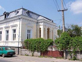 Casa de închiriat 8 camere, în Craiova, zona Central