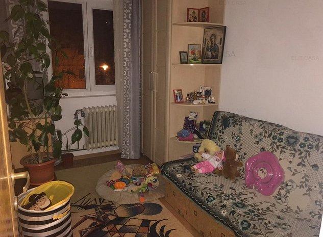 Apartament 3 camere semidecomandat - imaginea 1